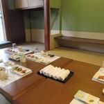 芝 - この日は5人での夕食会でしたので一階の個室を使わせていただいて皆で食事です。