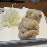 芝 - 鶏料理の最初はモモ肉の唐揚げ。  ジューシーなモモ肉を使った唐揚げです。