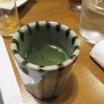 芝 - 水炊きをいただく前に先ずは美味しいスープをいただきます。