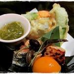 あじ彩 真 - 天ぷらは海老大葉巻き、スナップえんどう、茄子、かぼちゃ。  糸もずく、鰆の西京焼き、小アジの甘露煮、出汁巻き玉子、アンズ