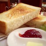 トリコロール - 分厚いトースト! カリッとふわふわで美味しい♡