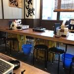 港の牡蠣センター カキ小屋 - 店内風景