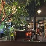 アール座読書館 - 店内