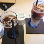 エンポリオ アルマーニ カフェ - アフタヌーンティー @2,800円 5月中旬、いい天気で外が暑かったので、最初はアイスコーヒー&アイスカフェオレで。