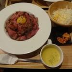 炭リッチ - ローストビーフ丼