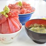 鶴亀屋食堂 - 料理写真:中おち丼とマグロ丼ミニ