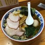 とら食堂 - 焼豚ワンタン麺+半熟煮玉子