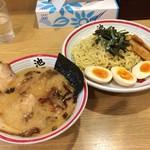 東京豚骨ラーメン 屯ちん - 豚骨つけ麺、チャーシューと玉子トッピング