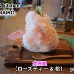67366548 - サッパリした味のかき氷で、中には、桃が入っています。