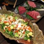 沖ちゃん - シーザーサラダ、マグロ3種盛り