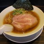 稲荷屋 - 料理写真:醤油ラーメン(700円、斜め上から)