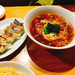 泰平 - 料理写真:酸辣湯麺 餃子