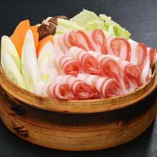 黒豚や薩摩地鶏など厳選食材を使用した宴会コースが2980円~