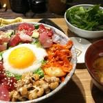 炉端のぬる燗 佐藤 - 海鮮スタミナどんぶり 900円、平日限定10食の週替わりランチメニューになります