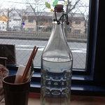 フジヤマプリン - 料理写真:透き通るお冷デキャンタ
