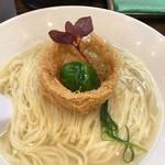 稲荷屋 - 料理写真:ムール貝をクールブイヨンで炊き出したスープのラーメン