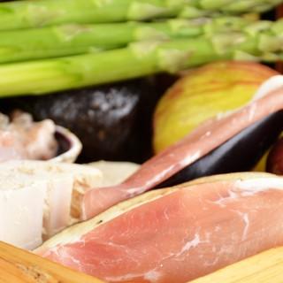 市場の中で新鮮な食材を堪能できます♪
