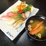 松竹寿司 - おまかせ寿司にはお椀が付きます。