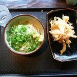 讃岐うどん大使 福岡麺通団 - 私の醤油うどん320円と野菜の天ぷら100円