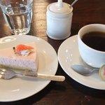 Cafeここたの - いちごムースとコーヒーのセット
