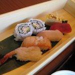 一幸 - ランチセットについているお寿司♪