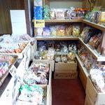 ふるさと本舗 - 生菓子のケースはお客さんだらけで撮れませんでした