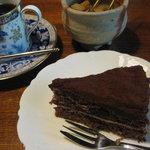 りんたろう - チョコレートケーキ450円とコーヒー550円