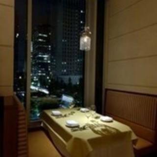 しっとりと窓側席でイタリアンディナー
