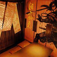 カップルからご宴会までさまざまなニーズにご対応できる幅広い戦国個室空間をご用意しています。