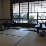 草太郎庵 - 昼は蕎麦店の座敷、朝夕は宿泊客の食事場所。趣のある和室です。