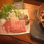 浅草一文 - 料理写真:長崎・壱岐の生本マグロのかまトロで作った極上江戸ねぎま鍋