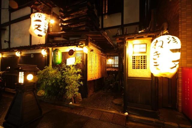 https://tabelog.ssl.k-img.com/restaurant/images/Rvw/6970/640x640_rect_6970390.jpg