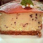 6977236 - ゴマのチーズケーキ