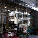 グロヴナーカフェ - お店の概観です。落ち着いた雰囲気のお店ですよ。