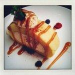 アナログ カフェ ラウンジ トーキョー - キャラメルクリームのロールケーキ