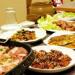 鍋ふるさと - 韓国家庭料理を囲む宴席は、韓国酒が加わると気分が一層盛り上がります。