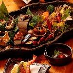 八馬 - 料理写真:八馬自慢の大皿料理