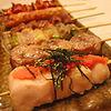 串まる - 料理写真:こさわりの新鮮な豊橋産ヒナ鶏はやわらかく初々しい食感が満喫できる