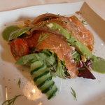 IL BRACINO - タスマニア産 サーモンの燻製 サラダ仕立て 菜の花ピューレ添え