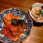 ぎゅう牛 - キムチの盛合せ 酢モツ