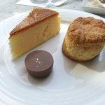 コートヤード・マリオット銀座東武ホテル - スコーンとチーズケーキとチョコ