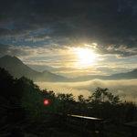 檪の丘 - テラスから見た朝霧です