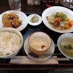 満月廬 - 日替りランチ 酢豚+鶏の唐揚げ油淋ソース 750円