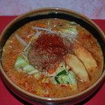 彰膳 - 本番のタイの唐からしを使ってるーー北海道味噌・激辛カレーラーメン
