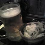 横浜天下鳥 横浜駅西口店 - お通しとビール