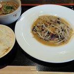 居酒屋Dininng 寛や - 日替りサービスランチ ¥500 豚肉と野菜の中華風炒め、小そば