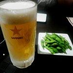 やま中 - 料理写真:とりあえずのビール 付き出しは枝豆