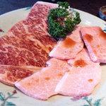 焼肉館銀水 - 料理写真:上ロースと上カルビ
