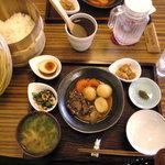 トラッドカフェ - 750円の日替わり定食に、おひつご飯とヘルシーなおかずの数々、偏食対応もしてくれるんだって!最高でしょ!!