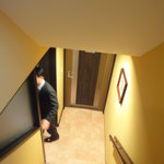 フローラ ディ マーレ - 地下に下りる階段